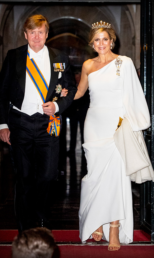 "On April 9, <a href=""https://ca.hellomagazine.com/tags/0/queen-maxima""><strong>Queen Máxima</a></strong> dusted off her finest gown and tiara for a gala dinner for the Corps Diplomatique at the Royal Palace In Amsterdam. She was sided by her dapper husband, <a href=""https://ca.hellomagazine.com/tags/0/king-willem-alexander""><strong>King Willem-Alexander</a></strong>.