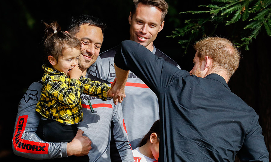 While in New Zealand on royal tour, Prince Harry gave a high five to a little fan!