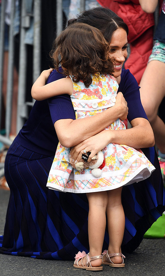"<a href=""https://ca.hellomagazine.com/tags/0/meghan-markle/""><strong>Duchess Meghan</a></strong> shared the sweetest hug with a tiny fan in Rotura, New Zealand while on royal tour in 2018!