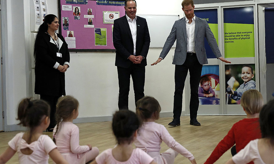 "Just before Archie's birth, <a href=""https://ca.hellomagazine.com/tags/0/prince-harry""><strong>Prince Harry</a></strong> provided us with a few glimpses of the kind of father he'd be, like this moment in April 2019 when he visited a YMCA in London and brought some killer dance moves with him!
