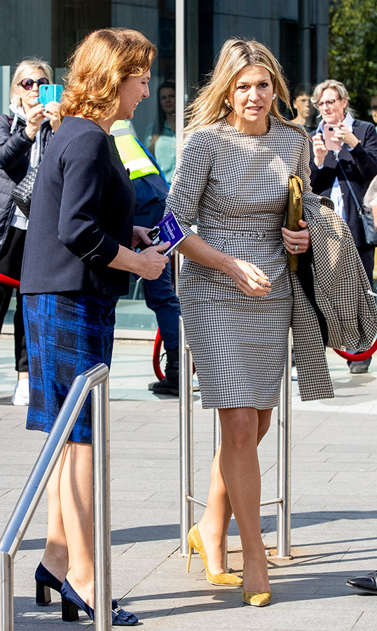 "Putting her best fashion foot forward on April 16, <a href=""https://ca.hellomagazine.com/tags/0/queen-maxima""><strong>Queen Máxima</a></strong> wore a black-and-white houndstooth dress paired with mustard yellow pumps for the congress of Meeleefgezinnen. Foundation MeeleefGezin offers parents with psychiatric problems the support of a sympathetic family for their children from zero to four years of age.