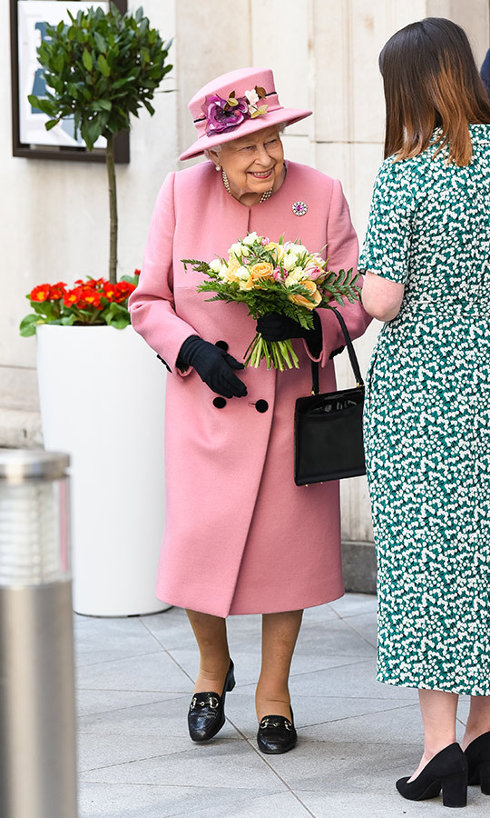 "Her Majesty looked amazing in this bright pink <strong><a href=/tags/0/stewart-parvin>Stewart Parvin</a></strong> cashmere coat, a matching <Strong>Rachel Trevor</strong> hat, a silk dress, black gloves and black flats when she stepped out with <a href=""https://ca.hellomagazine.com/tags/0/kate-middleton""><strong>Duchess Kate</a></strong> in March 2019. 