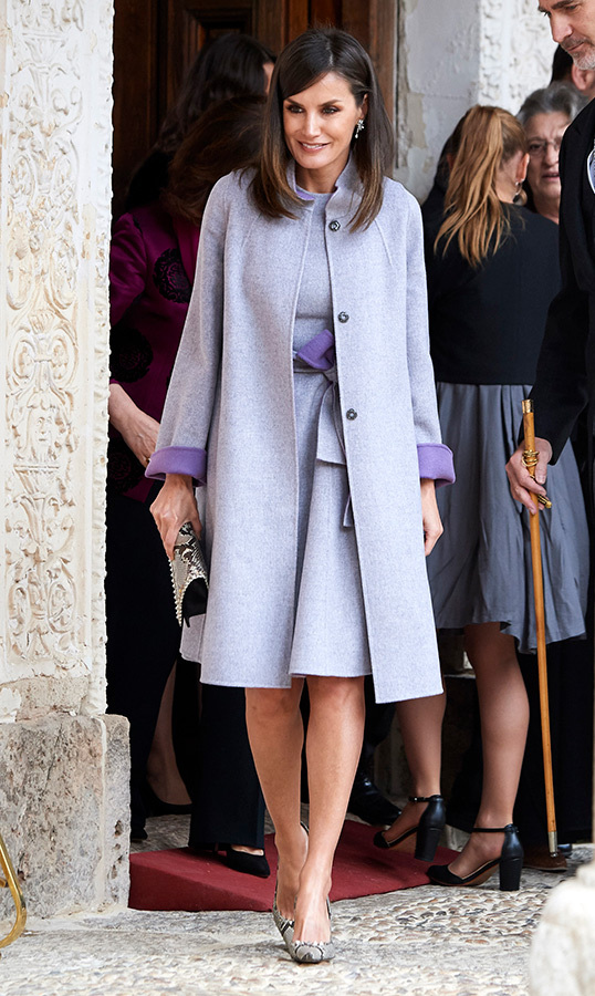 "On April 23, <a href=""https://ca.hellomagazine.com/tags/0/queen-letizia""><strong>Queen Letizia</a></strong> of Spain stunned in a lavender coat and dress combo. She anchored her look with snakeskin pumps and a coordinating clutch for the 'Miguel de Cervantes 2018' Award ceremony.