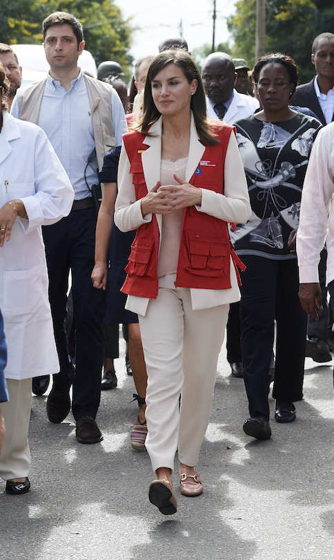 While visiting Manica Health Center on April 29 during her trip to Mozambique, Queen Letizia of Spain channeled Princess Diana. Wearing an official red vest, paired with pants, a blush blazer and flat shoes, the Spanish royal looked strikingly similar to Diana when she donned a Halo Trust vest in Angola back in 1997.
