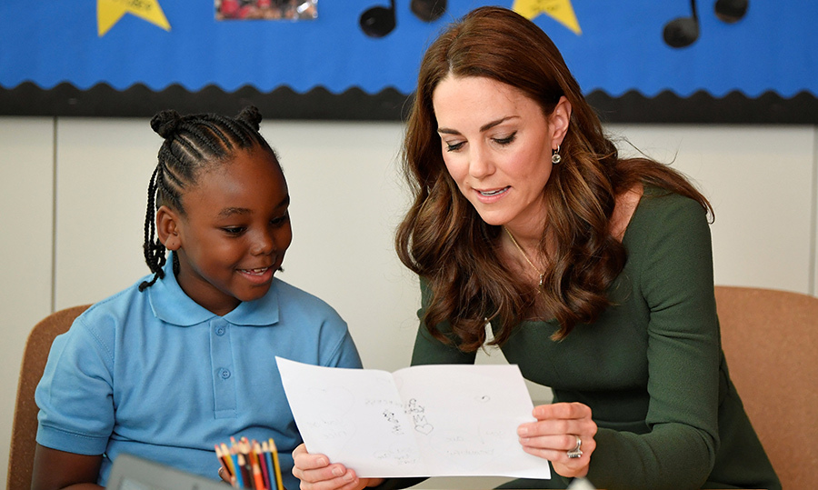 The royal woman also had the chance to meet with young beneficiaries of the centre. She took a look at one student's beautiful drawing.