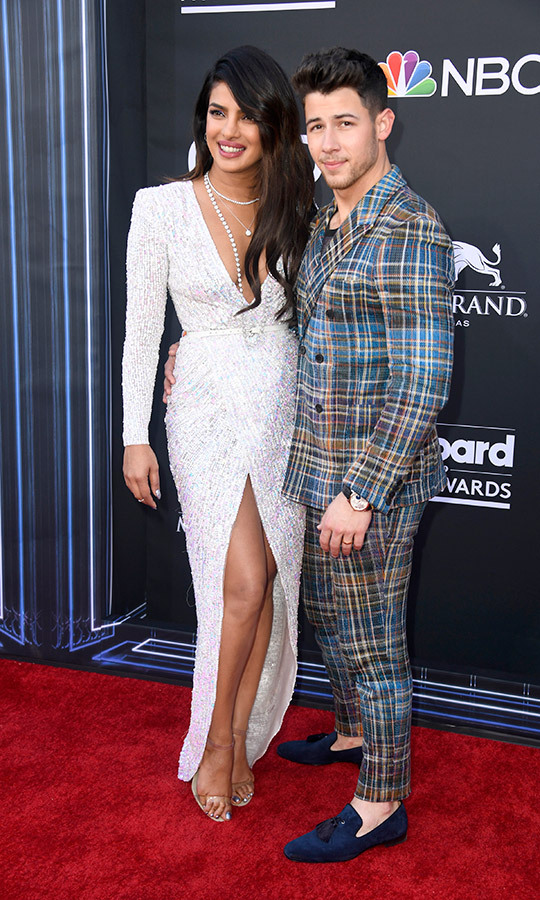 "<a href=""https://ca.hellomagazine.com/tags/0/priyanka-chopra""><strong>Priyanka Chopra</a></strong> and <strong><a href=""/tags/0/nick-jonas"">Nick Jonas</a></strong> wore two very unique looks on the red carpet. She opted for a bright white dress with a v-neck, while he wore a plaid suit. 