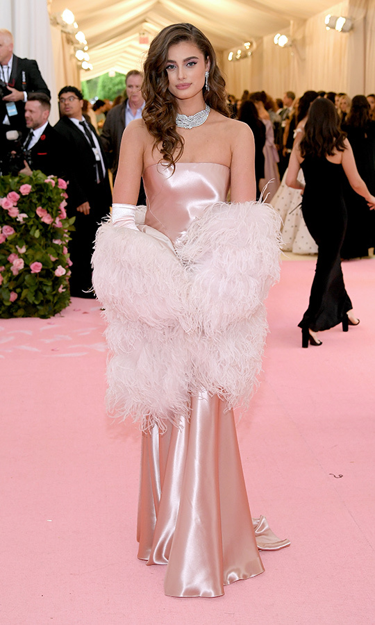 "<a href=""https://ca.hellomagazine.com/tags/0/taylor-hill""><strong>Taylor Hill</strong></a> in Ralph Lauren