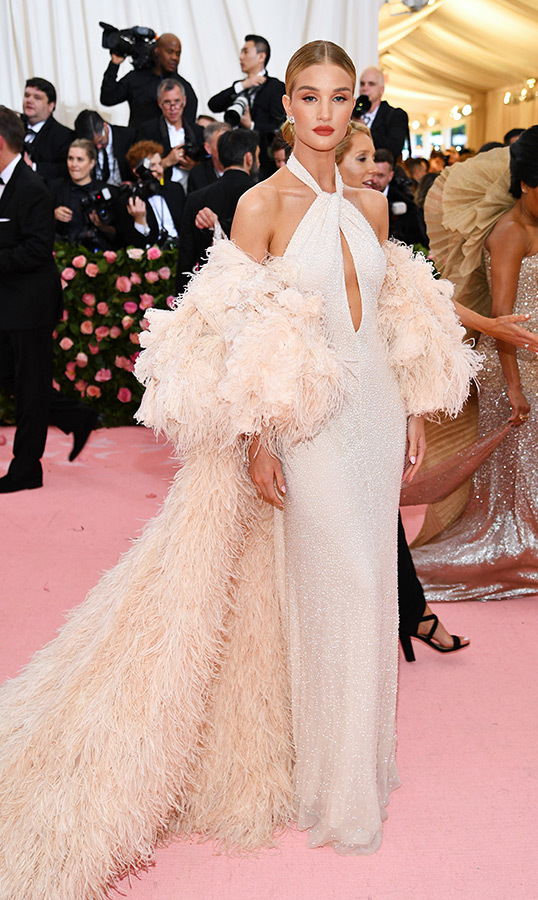 "<a href=""https://ca.hellomagazine.com/tags/0/rosie-huntington-whiteley""><strong>Rosie Huntington-Whiteley</strong></a> in Oscar de la Renta