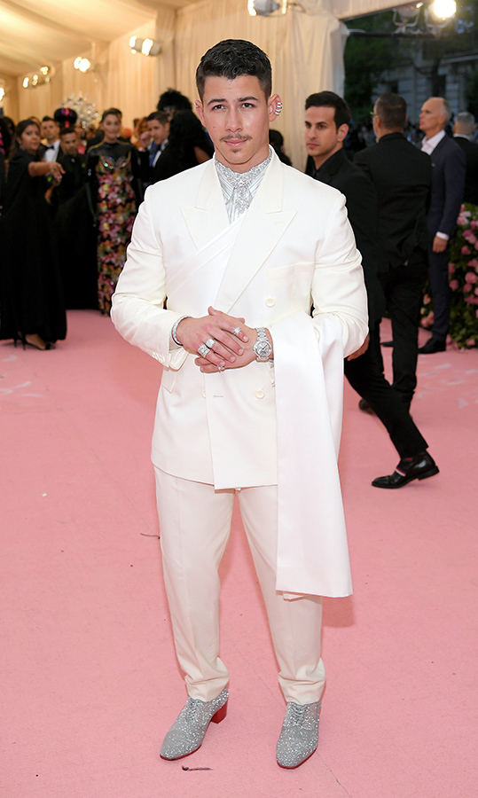 "<a href=""https://ca.hellomagazine.com/tags/0/nick-jonas""><strong>Nick Jonas</strong></a> in Dior Men