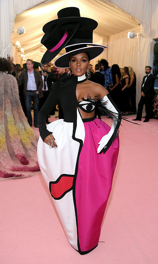 "<a href=""https://ca.hellomagazine.com/tags/0/janelle-monae""><strong>Janelle Monae</strong></a> in Christian Siriano and a Sarah Sokol Millinery hat