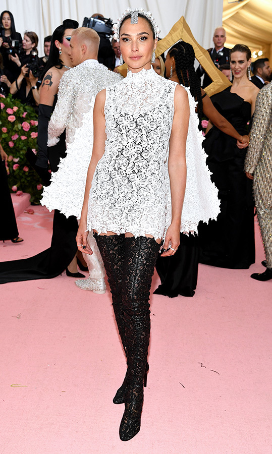 "<a href=""https://ca.hellomagazine.com/tags/0/gal-gadot""><strong>Gal Gadot</strong></a> in Givenchy Haute Couture by Clare Waight Keller
