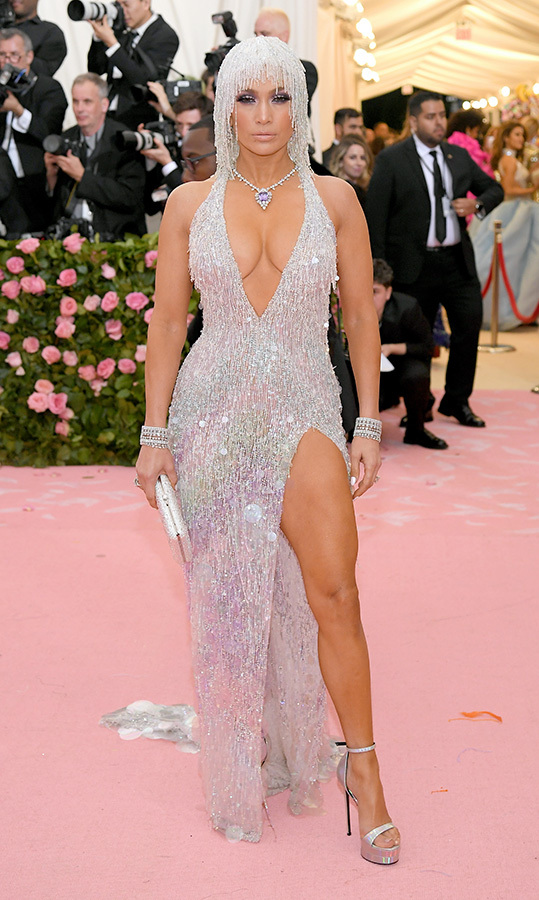 "<a href=""https://ca.hellomagazine.com/tags/0/jennifer-lopez""><strong>Jennifer Lopez</strong></a> in Versace