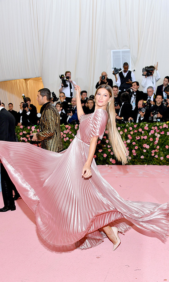 "<a href=""https://ca.hellomagazine.com/tags/0/gisele-bundchen""><strong>Gisele Bundchen</strong></a> in Dior