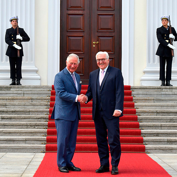 Charles warmly shook hands with German President <strong>Frank-Walter Steinmeier</strong> during a visit at the presidential Bellevue Palace.