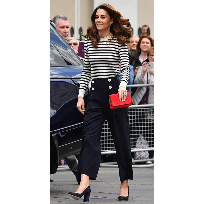 "The <Strong>Duchess of Cambridge</strong> stepped out to <a href=""https://ca.hellomagazine.com/royalty/02019050751298/kate-middleton-nautical-wear-prince-william-excitement-royal-baby""><strong>launch the The King's Cup Regatta </a></strong>in London on May 7, and she was perfectly dressed for the occasion! She looked ready for the open seas in a navy blue and white striped shirt, paired with LK Bennett trousers, block heels and a bright red clutch.