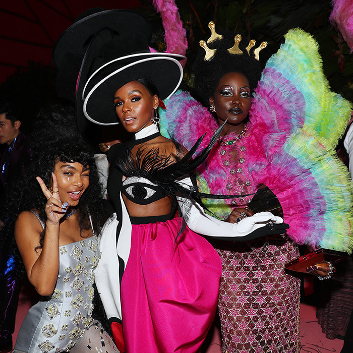 "#GirlSquad! <a href=""/tags/0/yara-shahidi""><strong>Yara Shahidi</a></strong>, <a href=""/tags/0/janelle-monae""><strong>Janelle Monae</a></strong> and <a href=""/tags/0/lupita-nyongo""><strong>Lupita Nyong'o</a></strong> paused on the Met Gala's pink carpet for a stunning photo together.