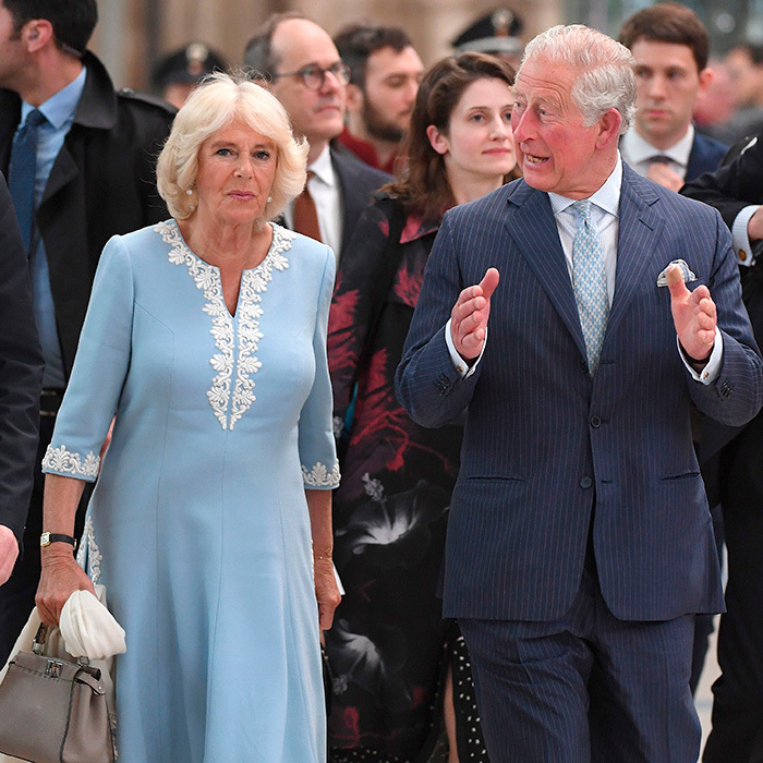 The couple started day two off in Leipzig! They arrived at the train station together, with Camilla looking gorgeous in a pale blue dress.