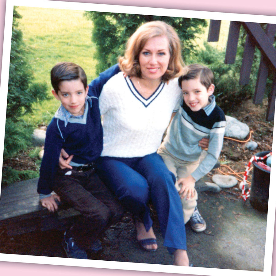 <h2>Drew and Jonathan Scott and mom Joanne</h2>