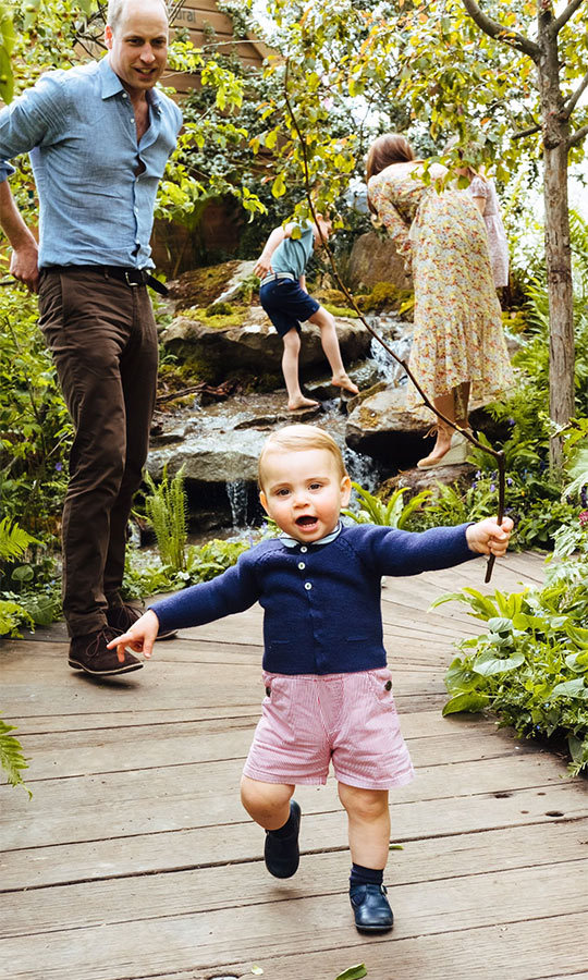 "<a href=""/tags/0/prince-louis""><strong>Prince Louis</a></strong> is walking! Look how proud papa <strong><a href=""/tags/0/prince-william"">Prince William</a></strong> looks to see his youngest get up and walk toward the camera!