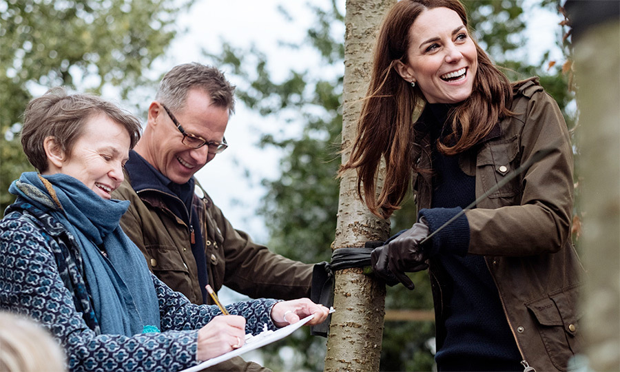 "<a href=""/tags/0/kate-middleton""><strong>Duchess Kate</a></strong> has been designing a garden for the Royal Horticultural Show's Chelsea Flower Show for the last few weeks with two landscape experts. Kate and <a href=""/tags/0/queen-elizabeth-ii""><strong>the Queen</strong></a></strong> will open the plot on Monday (May 20), and on Sunday (May 19), the duchess brought her family to the plot - and it looked like they had a lot of fun!