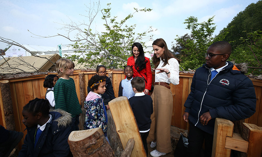 Kate was very keen to show all the kids the garden's features and talk about nature with them!