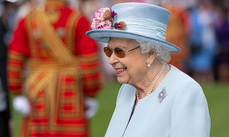 Canadians might recognize the brooch Her Majesty was wearing – it's the Sapphire Jubilee Snowflake Brooch! 