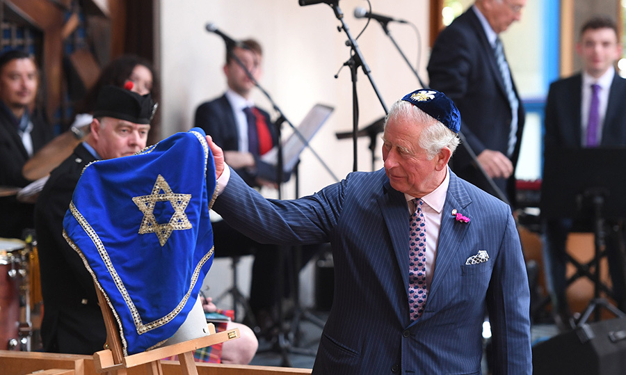 Prince Charles unveiled a plaque during a visit to Belfast Synagogue.