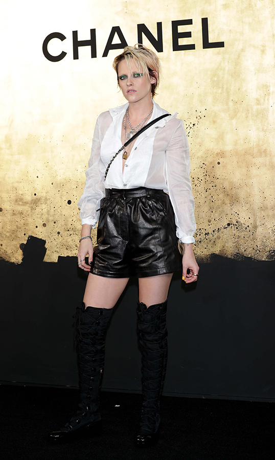 "<a href=""/tags/0/kristen-stewart""><strong>Kristen Stewart</strong></a> oozed cool at the CHANEL Metiers d'Art show in Seoul, South Korea on May 28. She stunned in leather shorts, a blouse and thigh-high boots for the occasion.
