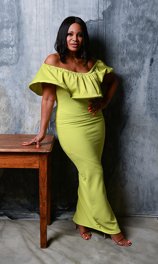 Etalk's <strong>Traci Melchor</strong> was on hand, and spent time talking with Vanessa and Ron. She wore a gorgeous strapless green dress at the event.