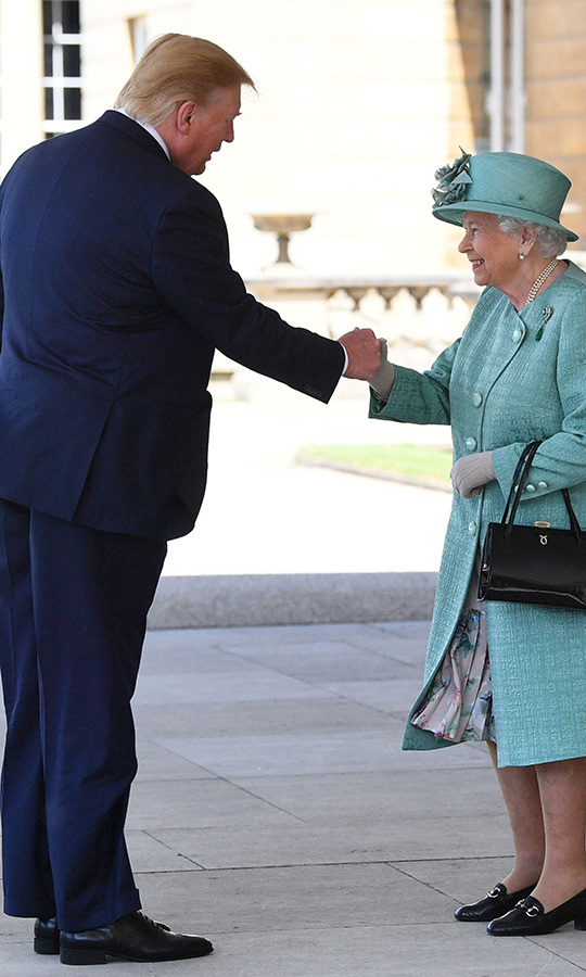 "Donald greeted <strong><a href=""/tags/0/queen-elizabeth-ii"">the Queen</a></strong> with another firm handshake. He <strong><a href=""https://ca.hellomagazine.com/royalty/2019060373703/why-donald-trump-melania-didnt-bow-curtsy-queen/"">did not bow</a></strong> to Her Majesty because there are no rules stating he and Melania must do so. 