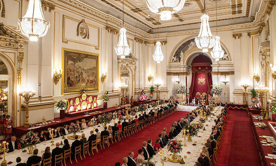 Guests were seated in a horseshoe, with Donald and the Queen at its head. 