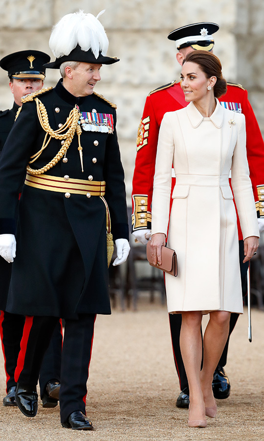 "The <a href=""https://ca.hellomagazine.com/tags/0/kate-middleton""><strong>Duchess of Cambridge</strong></a> made a surprise appearance on June 6 evening as she stepped out for the Beating Retreat on Horse Guards Parade in London. Kate was her usual stunning self at the event, and she pulled out a much-loved look from her 2016 Canadian tour with Prince William: her dazzling cream Catherine Walker coat! Kate opted for the Irish Guards shamrock brooch, which we last saw on St. Patrick's Day. She wore her hair up in a chignon, wore a pair of blush heels and carried a matching clutch