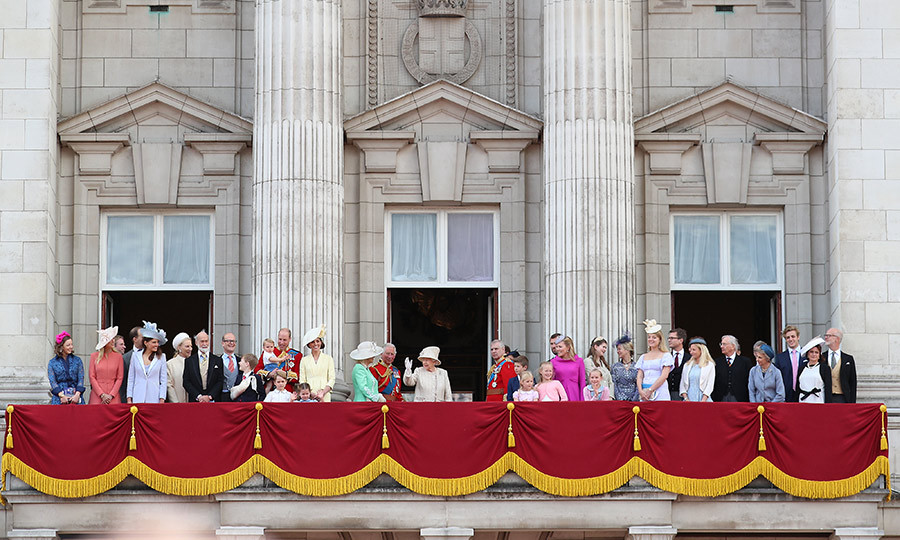 The entire family gathered as the Queen waved to crowds first.