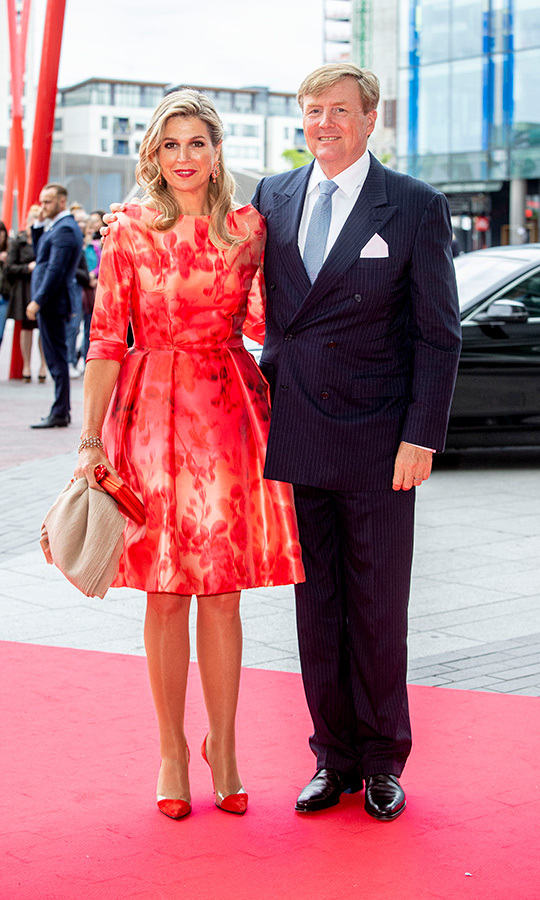Queen Máxima was radiant in red during their three-day visit to Ireland. The Argentinian royal looked lovely in a floral dress, paired with red pumps and a matching bag.