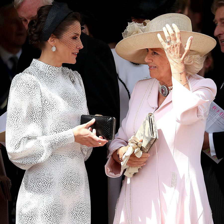 Letizia took some time to chat with Camilla at the service.