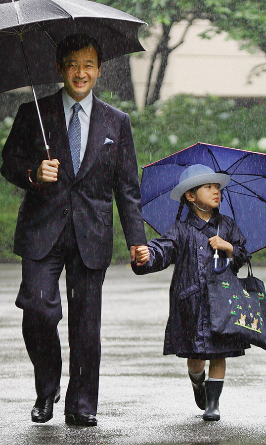 "Japanese <a href=""/tags/0/princess-aiko""><strong>Princess Aiko</a></strong> was accompanied by her father, <strong>Emperor Naruhito</strong> (then a Crown Prince) at Gakushuin Kindergarten to attend the open house classes for Father's Day in 2006. How sweet!