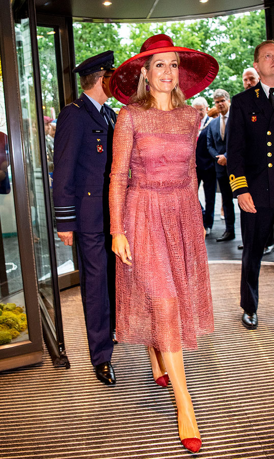Queen Máxima of The Netherlands helped open the renovated Military Hospital on June 19, and looked every inch a style star! She paired a red wide-brimmed hat with a red knee-length dress and matching pumps.