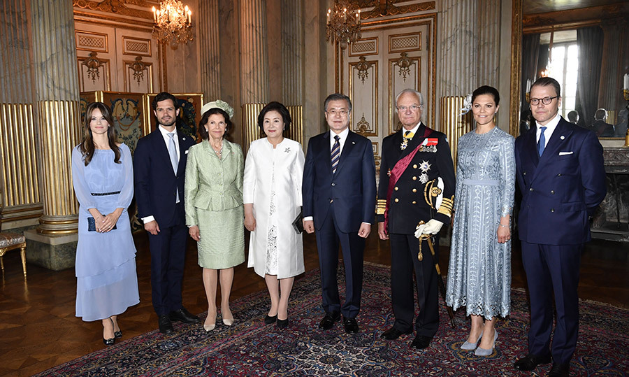 Princess Sofia, Prince Carl Philip, Queen Silvia, South Korea's First Lady Kim Jung-sook, King Carl XVI Gustaf, Crown Princess Victoria and Prince Daniel posed for a group photo at the Royal Palace in Stockholm, Sweden on June 14.