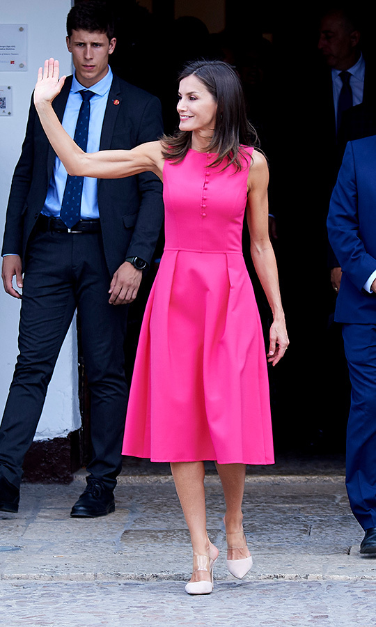"<a href=""/tags/0/queen-letizia""><strong>Queen Letizia</strong></a> was pretty in pink for a meeting of the Council of the Royal Board on Disability and delivery of the 'Queen Letizia 2018 Awards' on July 9. She paired a hot pink dress with beige mules for the day.