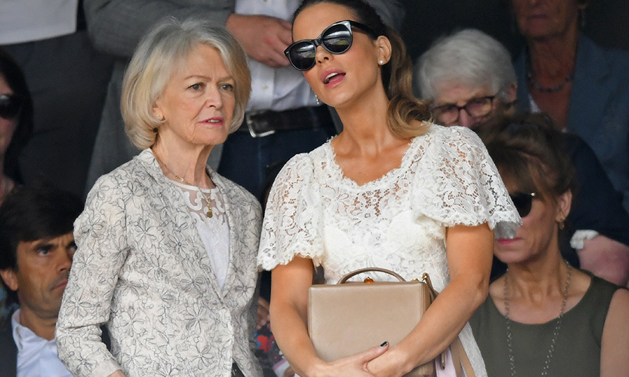 "Actress <strong><a href=""/tags/0/kate-beckinsale"">Kate Beckinsale</a></strong> and her mother <strong>Judy Loe</strong> were on hand for the big match, too! Kate looked stunning in a white lace top and skirt, while Judy matched her with her own lace top, which she topped with a grey blazer with floral patterns.