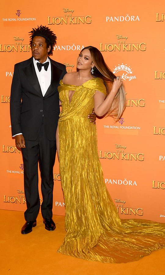 Seriously, how glam did Beyoncé look? She chose a gold gown with a long train that showed off one of her legs. 
