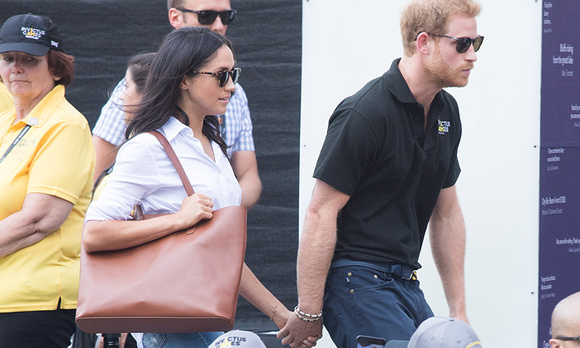 c5c1c9d53f2c There's a new mini version of Duchess Meghan's beloved Everlane tote  available!