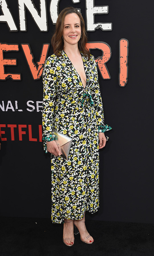 <strong>Maria Dizzia</strong> (Polly Harper) chose a beautiful floral dress with a daring plunging neckline.