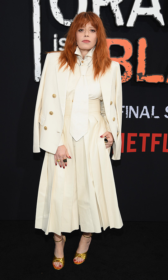 "<strong><a href=""/tags/0/natasha-lyonne"">Natasha Lyonne</strong></a> (Nicky Nichols) was true to her unique personality in her outfit: she wore a beige jacket, beige dress and beige tie with gold heels. 