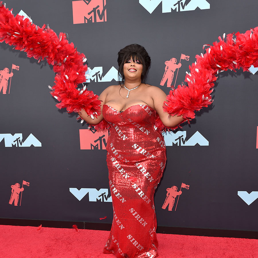 "The queen who is <strong><a href=""/tags/0/lizzo"">Lizzo</a></strong> wore a dress emblazoned appropriately with the word ""siren"" and carried two huge feather boa ""wings."" 