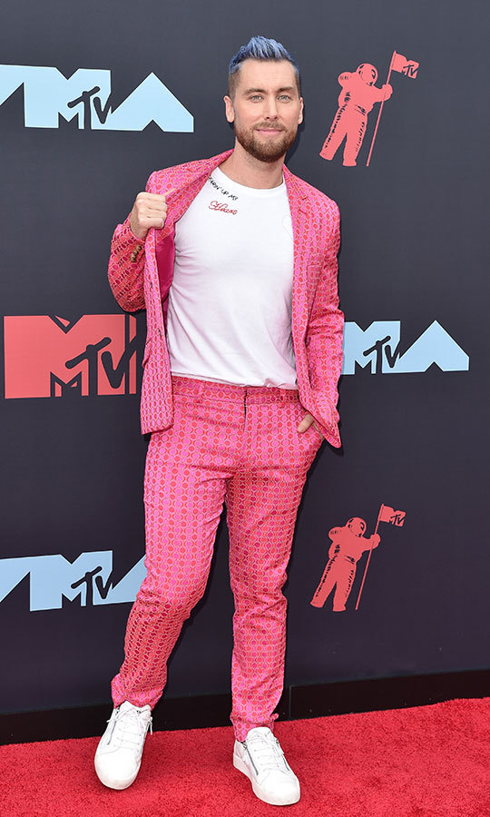 "<strong><a href=""/tags/0/lance-bass"">Lance Bass</a></strong> is living his best life! The former *NSYNC star rocked the red carpet in pink pants, a matching pink jacket, white T-shirt and white sneakers.