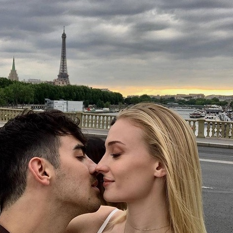 "Très romantique! <strong><a href=""/tags/0/joe-jonas"">Joe Jonas</a></strong> and <strong><a href=""/tags/0/sophie-turner"">Sophie Turner</a></strong> took a very loved-up vacation to Paris in June.