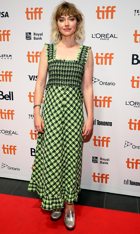 Neve's <i>Castle in the Ground</i> star <strong>Imogen Poots</strong> co-star chose a green-and-black dress with super shiny grey shoes.