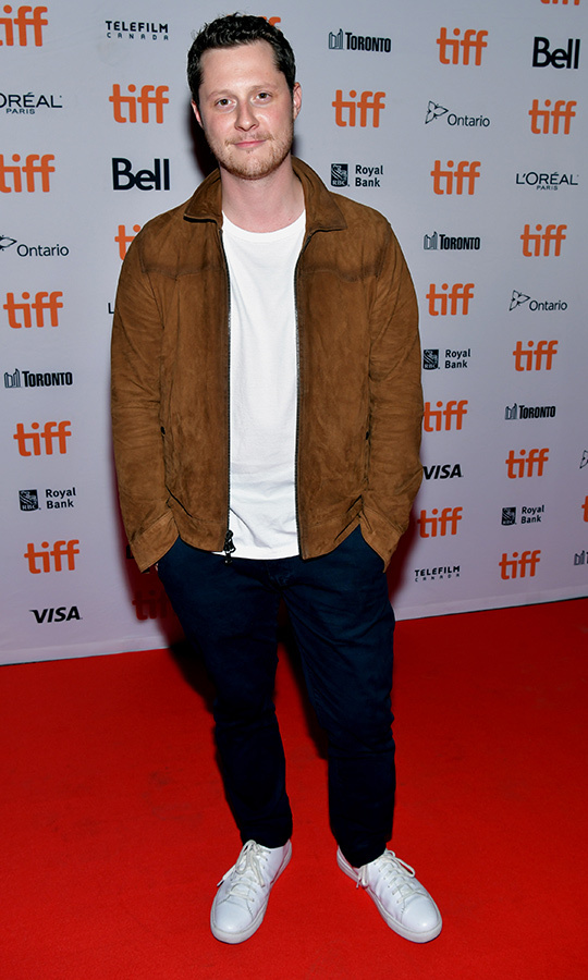 "<i><strong><a href=""/tags/0/schitts-creek"">Schitt's Creek</i></strong></a> star <strong><a href=""/tags/0/noah-reid"">Noah Reid</a></strong> looked casual and cool at the red carpet for <i>Clifton Hill</i>.