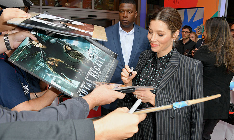 "<strong><a href=""/tags/0/jessica-biel"">Jessica Biel</a></strong> wore a sweet pantsuit as she happily signed autographs for fans at the premiere of <i>Limetown</i>, the new TV series she's part of that screened at <strong><a href=""/tags/0/tiff"">TIFF</a></strong> 2019. 
